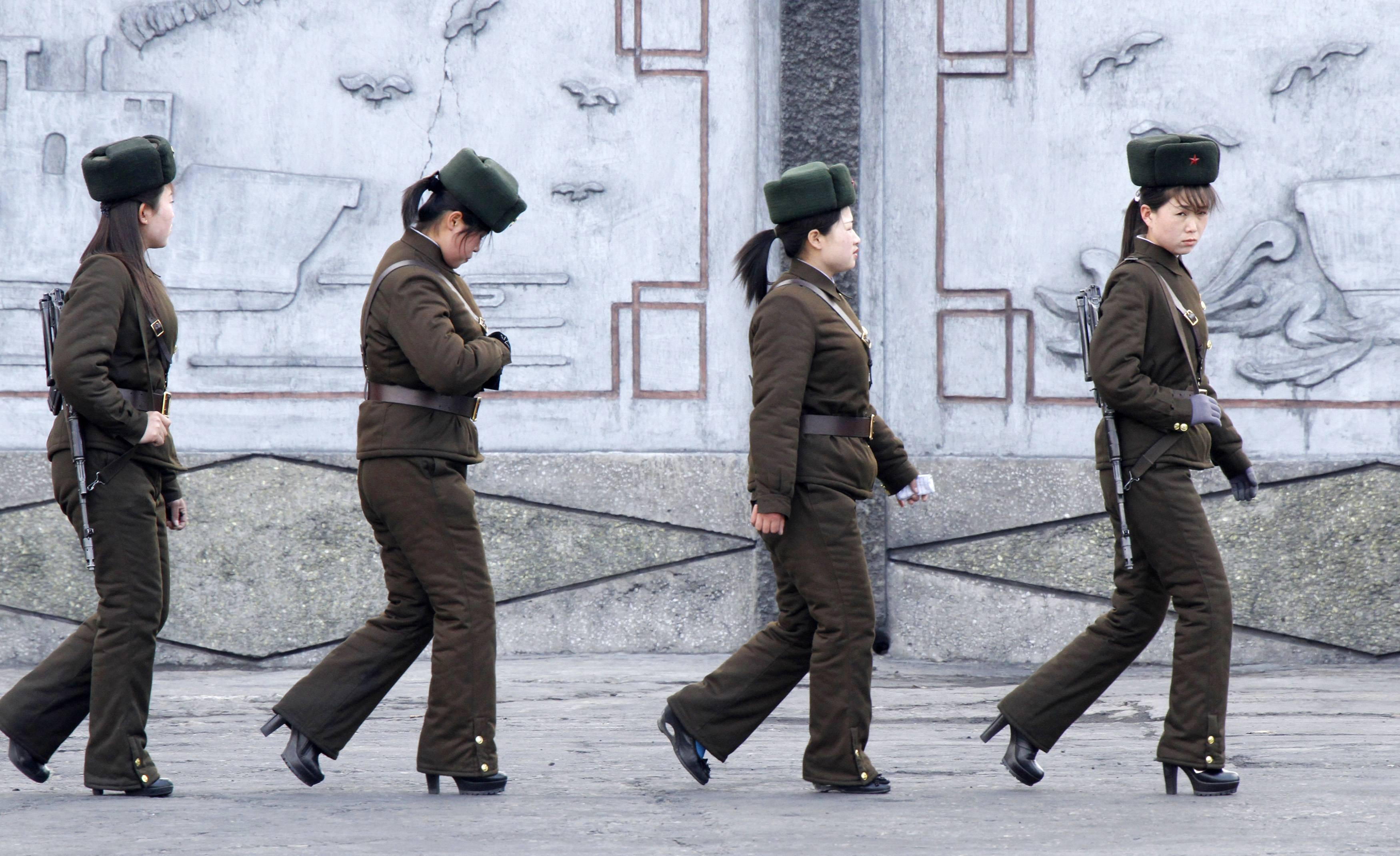 Солдаты моются онлайн 19 фотография