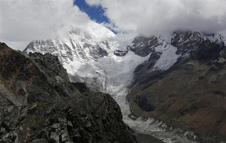 A glacier is seen on the flank of Huascaran, Peru's tallest mountain, in Huascaran National Park in Huaraz, September 18, 2013. REUTERS/Mariana Bazo/Files