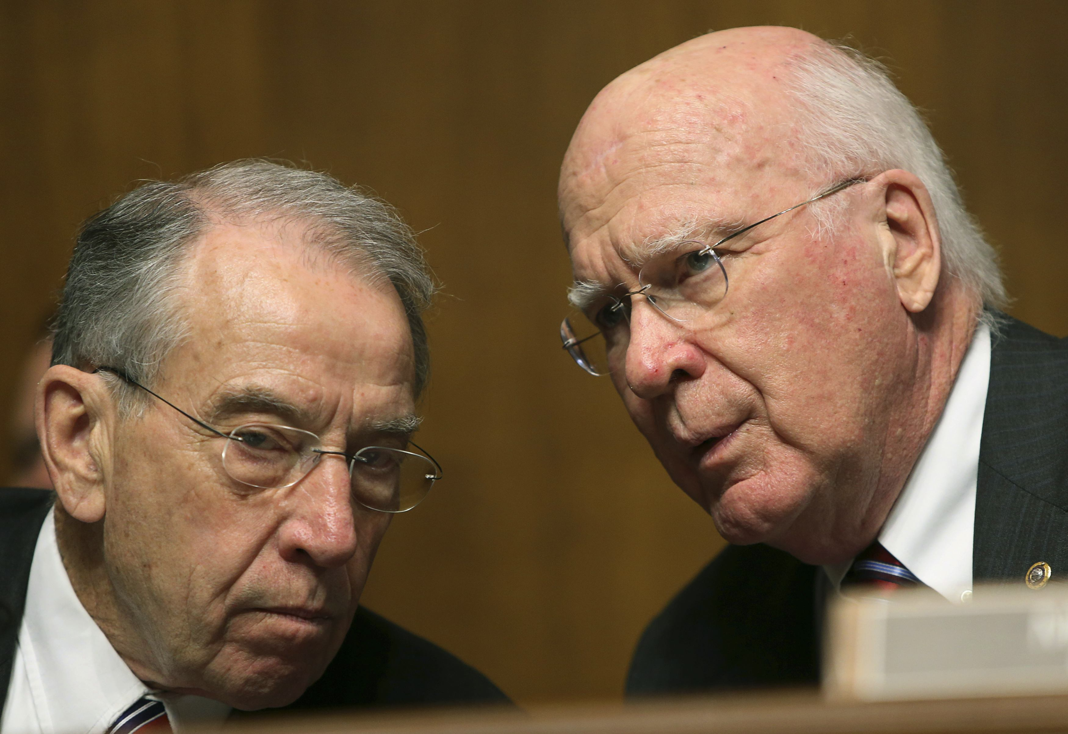 Senate Judiciary Committee members Leahy and Grassley confer during NSA hearing on Capitol Hill in Washington