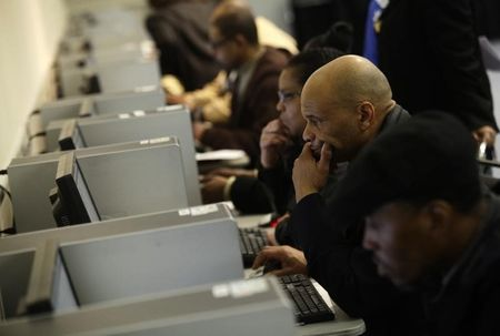 Computers reshaping global job market, for better and worse: paper