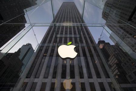 Los Angeles schools official suspends iPad rollout: L.A. Times