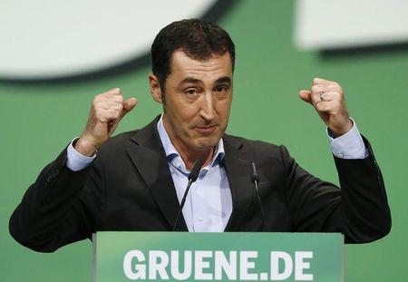 German Green's ice bucket challenge lights up dope debate