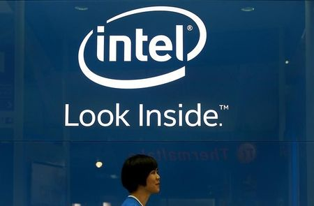 Intel hires senior Qualcomm exec to boost mobile business