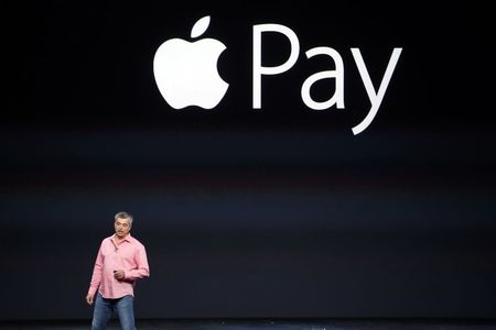 Apple to charge banks in new payment system: Bloomberg