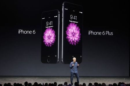 IPhone emerges from 'bygone era', reviewers hail bigger handset