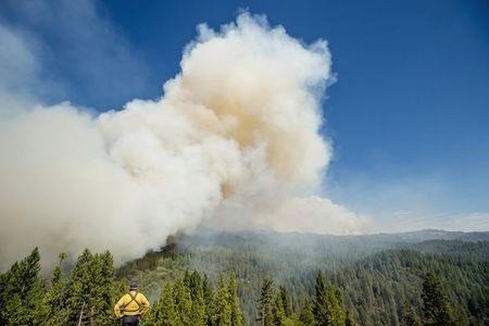 Wildfire in California's Sierra Nevada menaces 2,000 homes