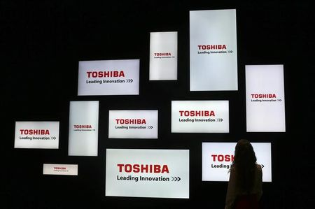 Toshiba says to cut 900 jobs in PC restructuring