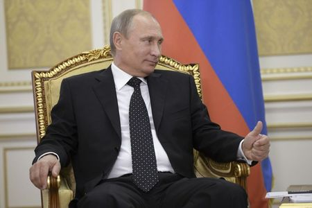 Putin rules out Internet curbs despite cyber attacks