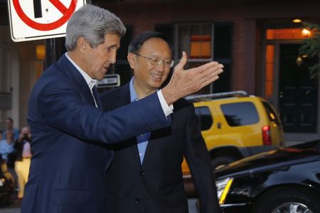 Kerry seeks to warm summit mood with dinner for China's top diplomat