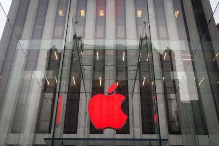 Apple says online store in Russia is down due to ruble fluctuations