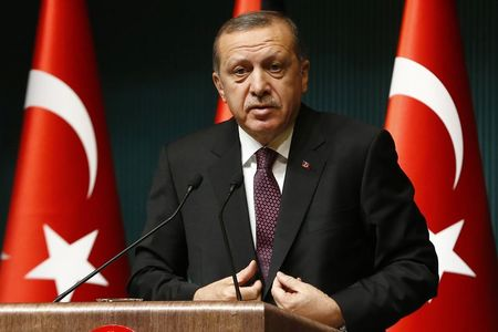 Turkey proposes tighter internet law, pursues Twitter critic