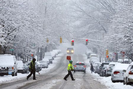 Winter storm spreads snow, traffic woes in U.S. Northeast