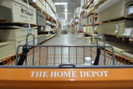 Home Depot sales beat estimates; warns on currency