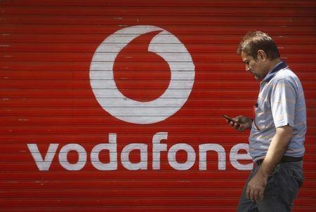 India's top three mobile phone operators spend $13.6 billion in airwaves auction