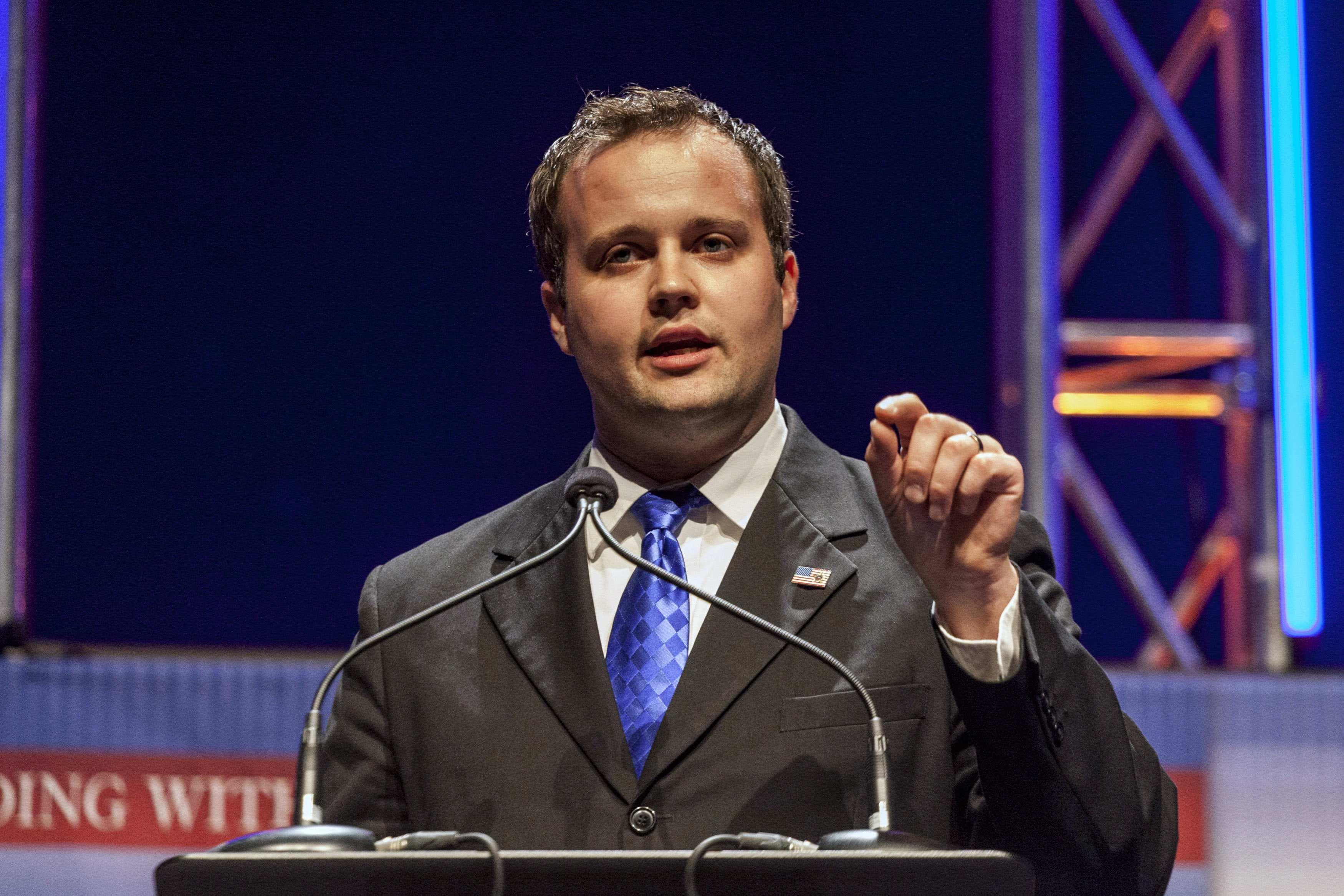 GOP presidential candidate defends Josh Duggar