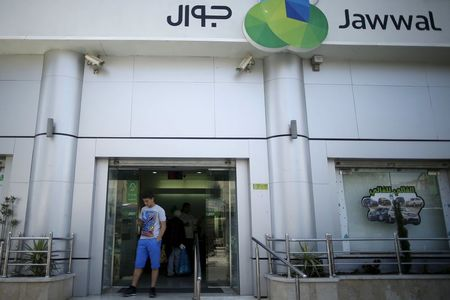 Hamas reopens office of Gaza's only mobile phone provider