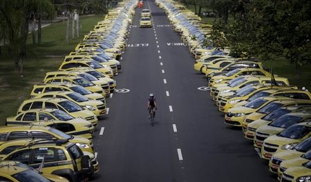 Taxi drivers block streets of Rio in protest against Uber