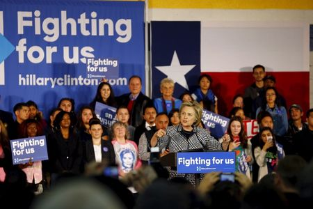 Clinton urges stepped-up fight against Islamic State in Syria