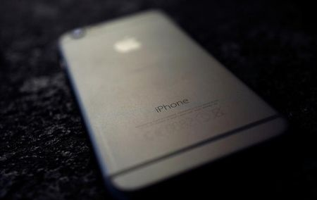 U.S. drops New York fight with Apple after gaining access to iPhone