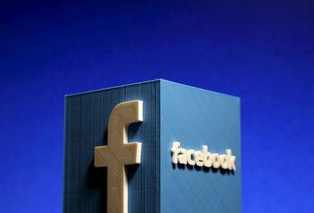 Social media users upbeat on Facebook; gloomy on Apple, Twitter