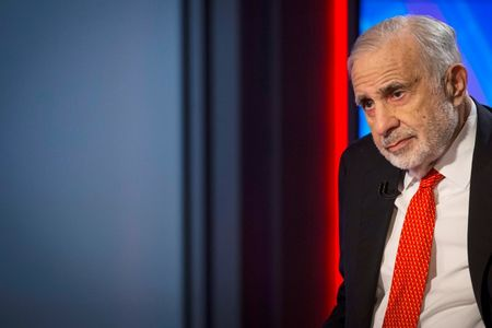 Carl Icahn says he sold entire Apple stake on China woes: CNBC