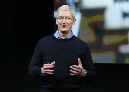 Apple boss to meet India's Modi and his gold iPhone