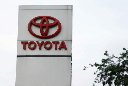 Toyota, Uber to explore ridesharing partnership
