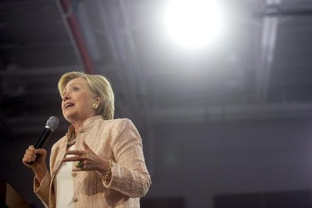 Democrat Clinton vows to support Colombia-FARC peace deal