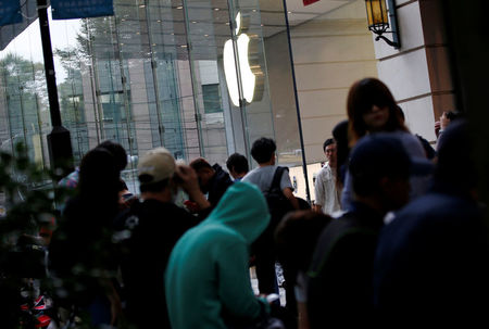 Apple says initial quantities of iPhone 7 Plus sold out
