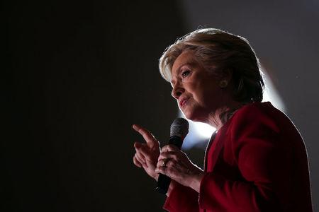 Clinton warns against complacency, Trump warns of World War Three