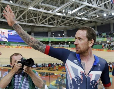 Wiggins could race on in 2017