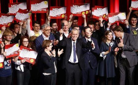 Austrians' pro-EU views scupper far-right bid for presidency