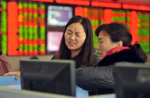 A股今年首日開盤就慘跌(圖:AFP)