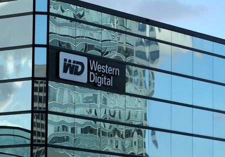 Western Digital CEO meeting Japan officials over Toshiba: sources