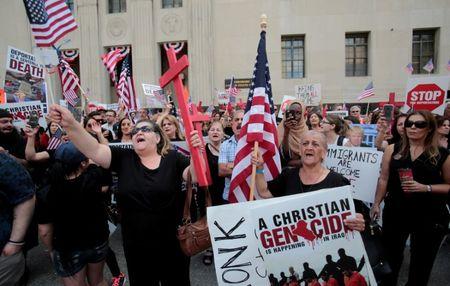 U.S. judge halts deportation of more than 1,400 Iraqi nationals