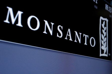 U.S. farmers confused by Monsanto weed killer's complex instructions