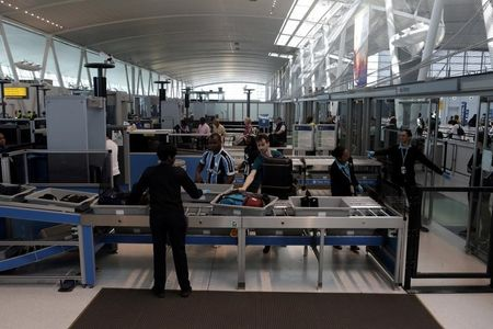 U.S. appeals court rules for TSA screener who had run-in with flier