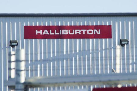 Halliburton warns of slower growth as U.S. rig count drops