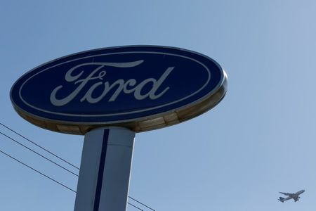 U.S. probes Ford Fusion cars over steering wheels that may detach
