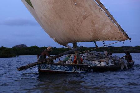 Kenya craftsmen to build boat out of plastic waste