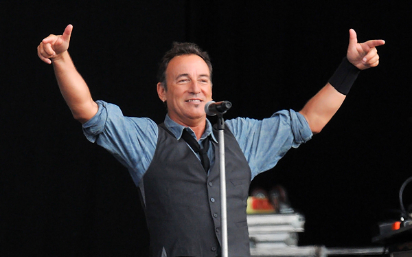 Bruce Springsteen Pokes Fun at London Curfew