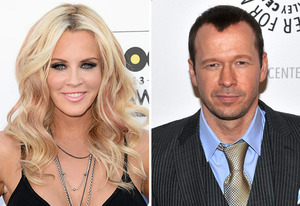 how long has jenny mccarthy and donnie wahlberg dating Jenny mccarthy and boyfriend donnie wahlberg are engaged, and the controversial co-host of the view is hysterically ecstatic about the upcoming nuptials.