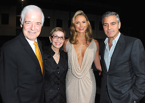 PIC: Stacy Keibler Hangs With George Clooney&#39;s Parents