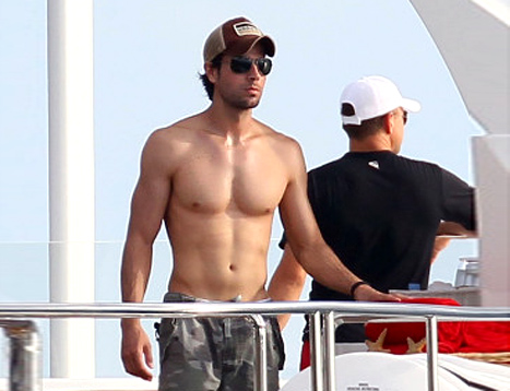 Shirtless Enrique Iglesias Flaunts Impressive Abs in St. Barts