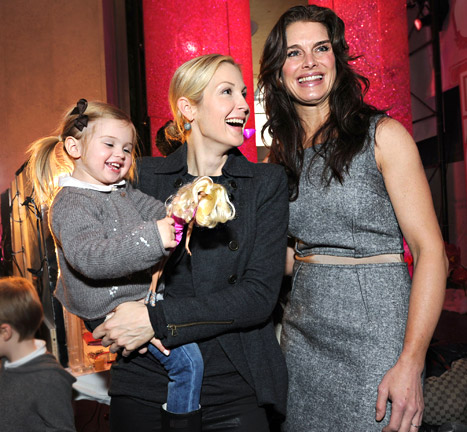 Kelly Rutherford, Brooke Shields Check Out Barbie&#39;s Dream Closet