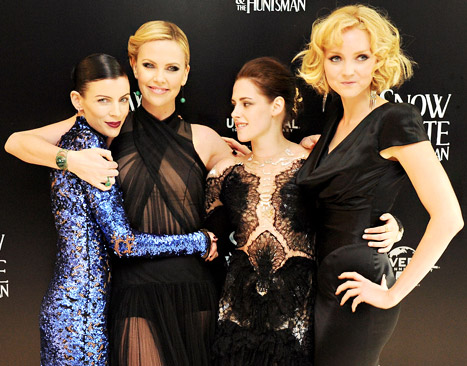Kristen Stewart, Liberty Ross Bond on Red Carpet: What Their Body Language Reveals