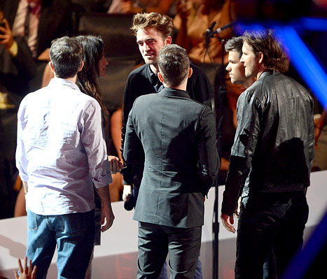 Robert Pattinson, Breaking Dawn Costars Introduce Trailer at VMAs