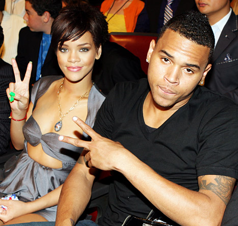 Chris Brown, Rihanna Make Out at NYC Club