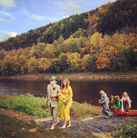 See Amber Tamblyn s Yellow Wedding Dress CafeMom