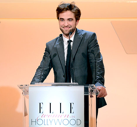 "Robert Pattinson Jokes: ""I'm Learning How to Read!"""